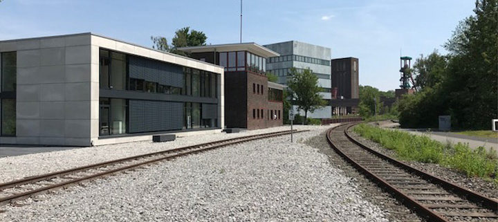 Eiche Massivholzdielen verlegt, Treppenstufen montiert - Stellwerk Zollverein Essen